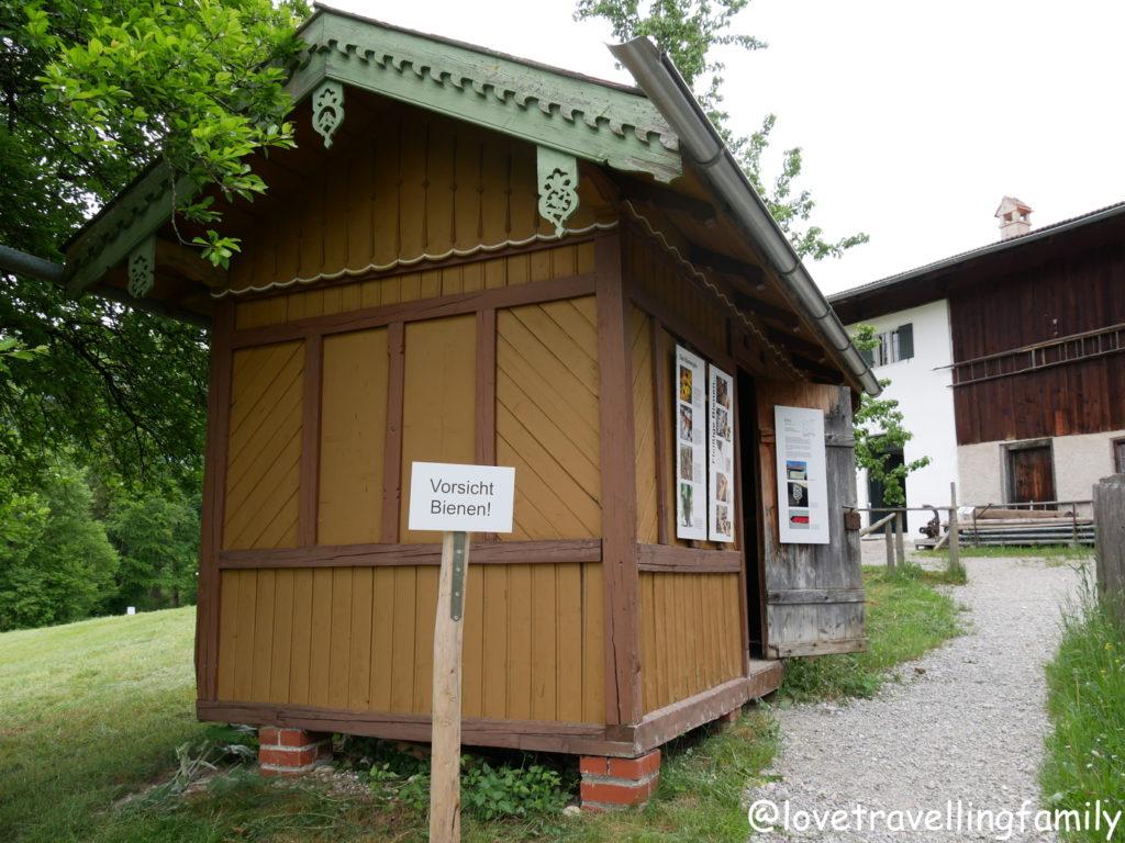Bienenhaus Freilichtmuseum Glentleiten Bayern mit Kind