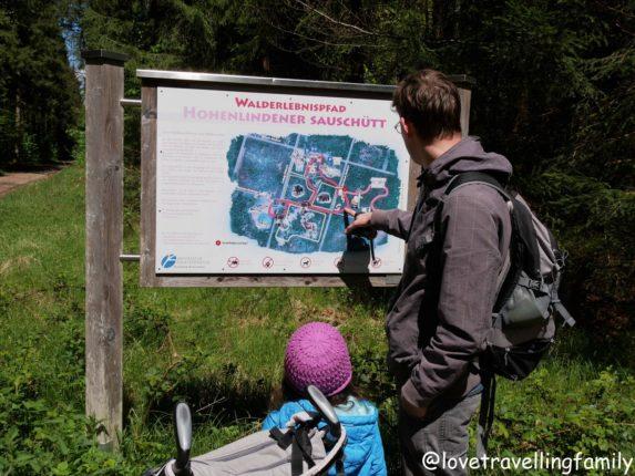 Bayern mit Kind: Walderlebnispfad Sauschütt, Ebersberger Forst. Love travelling family